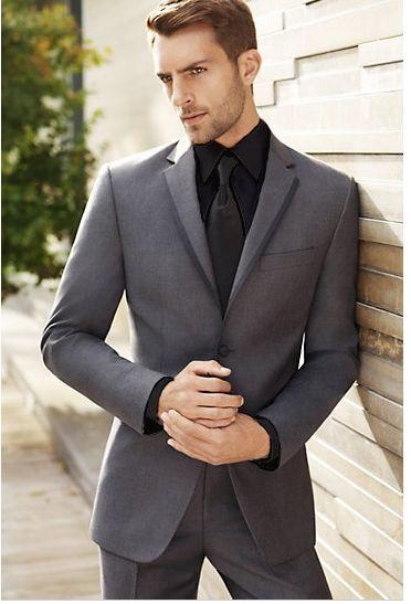 traje gris hombre