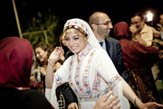 novia palestina vestido bordado