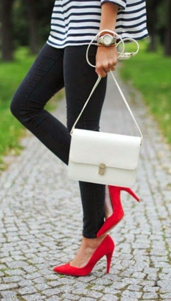 navy y zapatos rojos